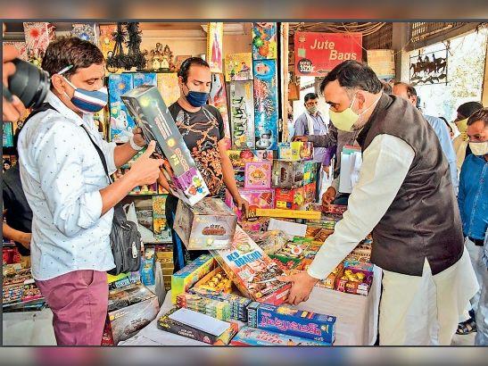 कार्रवाई की तैयारी:दिल्ली में केवल 'ग्रीन क्रैकर' लोगो वाले पटाखे ही बिकेंगे 1