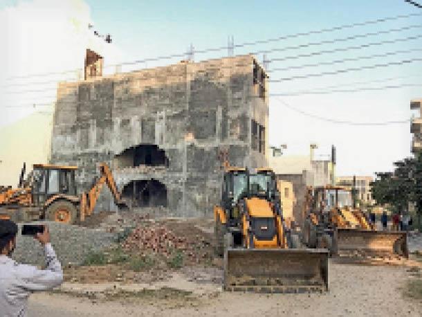 कार्रवाई: गोल्फ कोर्स रोड पर डीटीपी ने चलाया पीला पंजा, 10 मकानों को किया सील 1