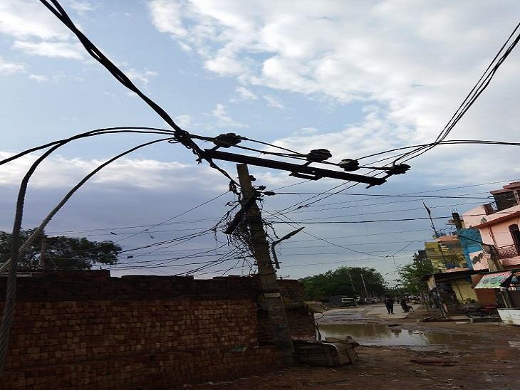 आंधी-बारिश ने बरपाया कहर: 40 से अधिक बिजली पोल व ट्रांसफर हुए क्षतिग्रस्त, पेड़ भी गिरे, सप्लाई हुई बाधित 15
