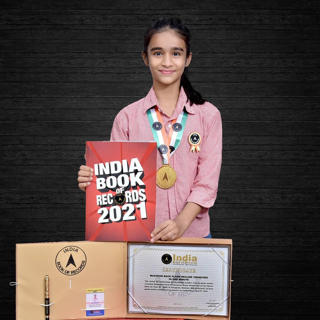 हुनर से मिली कामयाबी: गुरुग्राम की विकरुति शर्मा ने एक मिनट में 18 बार एडवांस योगासन कर इंडिया बुक ऑफ रिकॉर्ड में दर्ज कराया नाम 13